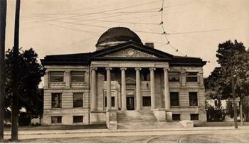 Exterior of Oshkosh Public Library, circa 1902.
